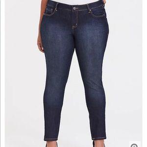 Nwt Torrid size 10T curvy Tall super stretch Jeans
